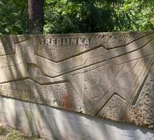 Memorial stone at entrance to Treblinka